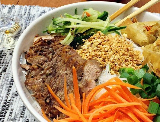 Vietnamese Bun (Noodle Bowl)