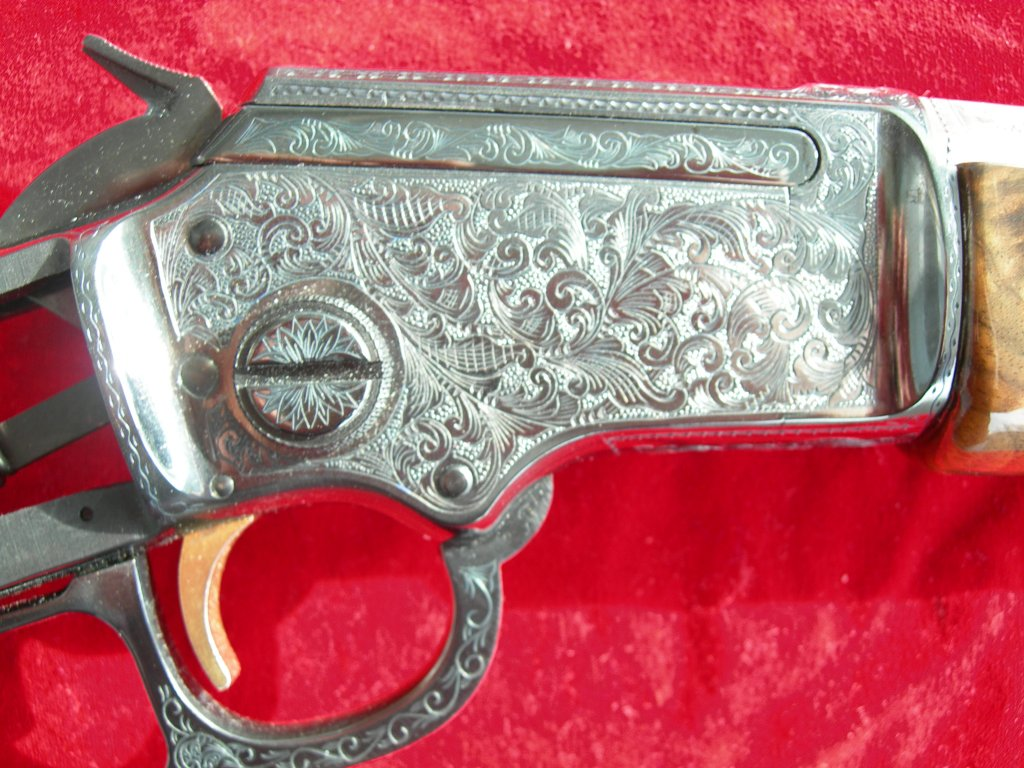 Engraved rifle. Engraved Pistols. Engraved Guns. Engraving