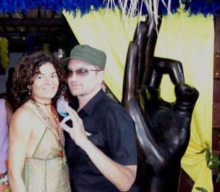 Celia gouveiac et Bono à Nikky beach Saint Tropez 2006
