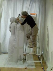 Le baiser - Taille sur béton celulaire - 175cm