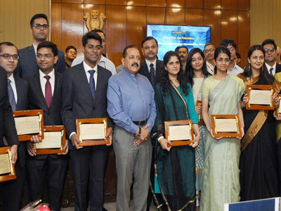 Dr Jitendra Singh felicitates the toppers of Civil Services Examination, 2017