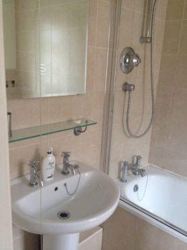 Bathroom at Hills Court Bed and Breakfast, Reynoldston, Gower