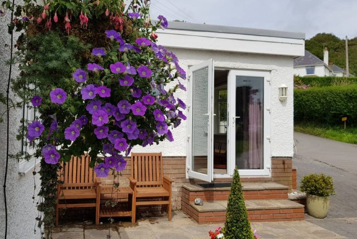Sea Breeze Apartment 1 self-catering apartment, Horton, Gower