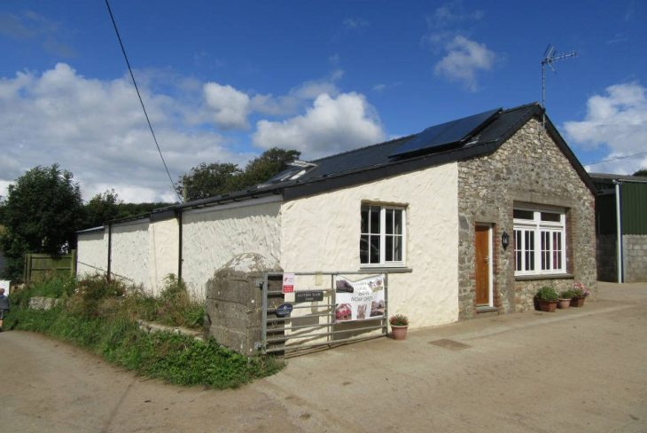 Eastern Slade Barn is a self-catering property at Slade, Gower