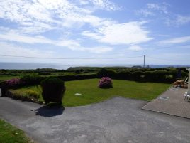 The front garden and driveway at Faircroft, Rhossili