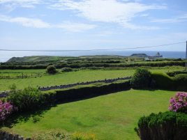 The front garden and view towards Worms Head at Faircroft, Rhossili