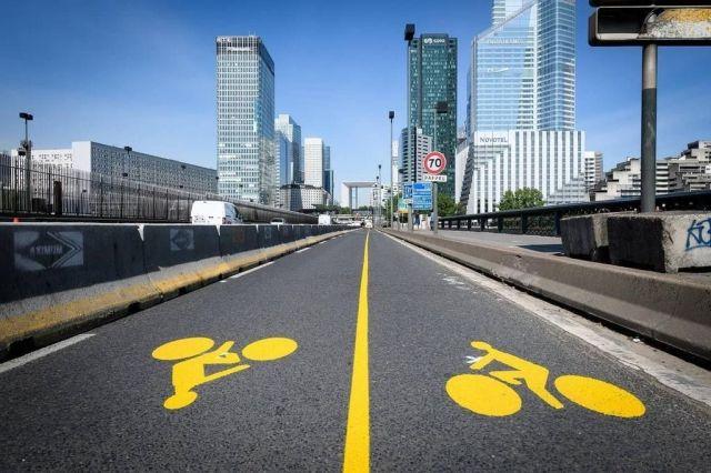 Piste cyclable temporaire du Pont de Neuilly vers la Défense