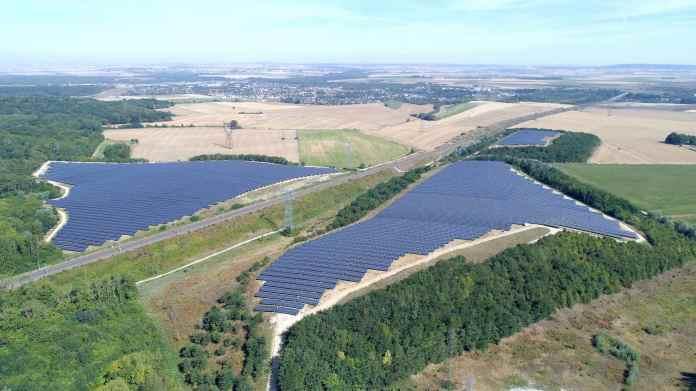 Vue aérienne de la centrale solaire d'Annet-sur-Marne