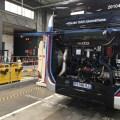 Moteur de bus dans un dépôt