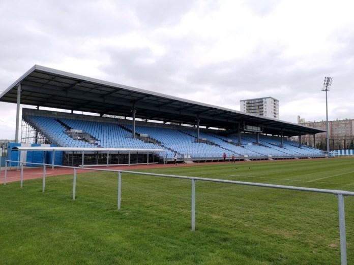 Tribune métallique stade Yves du Manoir