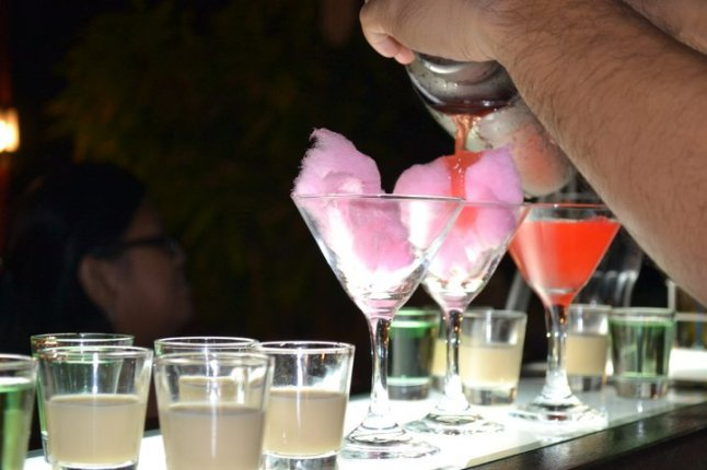 Cocktails (Alcoholic) - Cotton Candy Martini