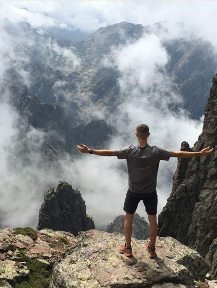 immensité-des-montagnes-randonnée