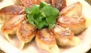 【ZIP】チューブ餃子のレシピ!チューブ調味料の餃子の素で
