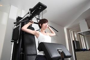 筋肉女子、トレーニングマシ