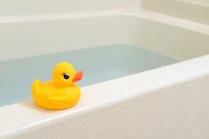 お風呂でおもちゃ