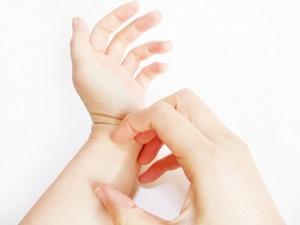 手、かゆみ、虫