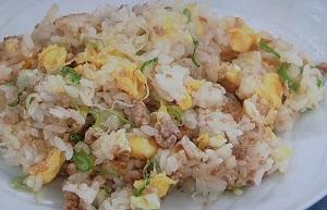 あさチャン:冷凍コンテナで野菜たっぷりピラフのレシピ!ろこさん