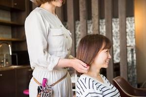 ヒルナンデス:美容師akaneさん直伝!前髪セルフカットの方法