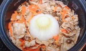 ソレダメ:新玉ねぎと豚肉の炊き込みご飯のレシピ!農家直伝