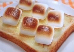 マシュマロのせトースト