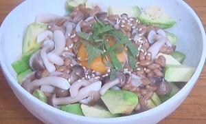 ZIP:しめじ納豆アボカド丼のレシピ!きのこ農家の最強レシピ
