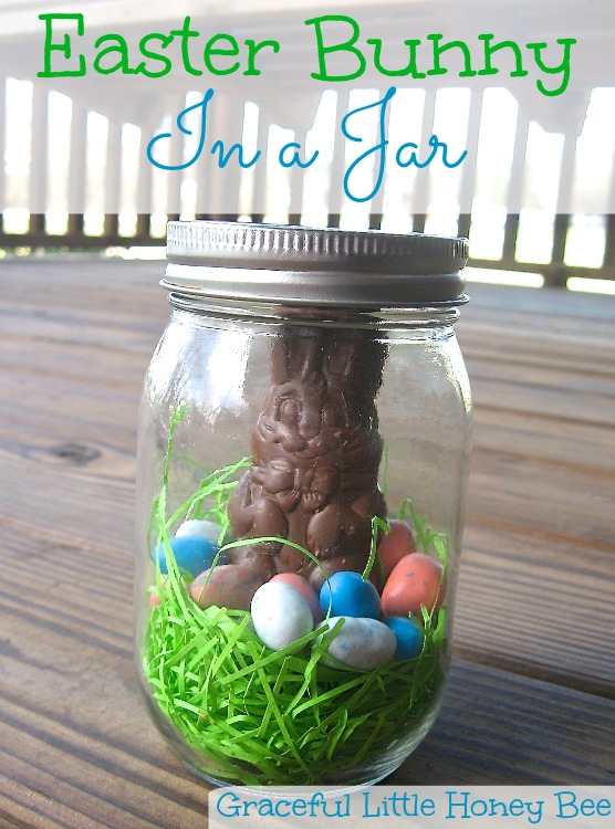 Anyone can make this adorable Easter Bunny in a Jar craft! #ad #HersheysEaster
