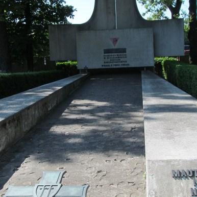 zwiedzanie Powązek wojskowych