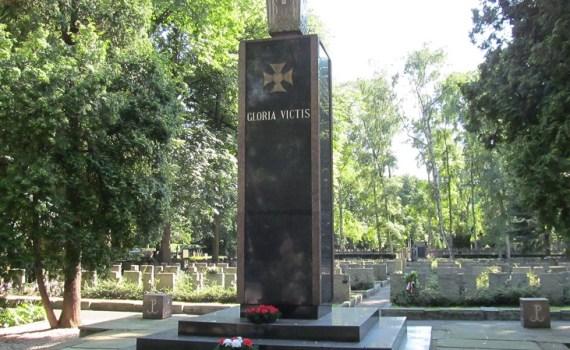 Cmentarze Warszawy z przewodnikiem