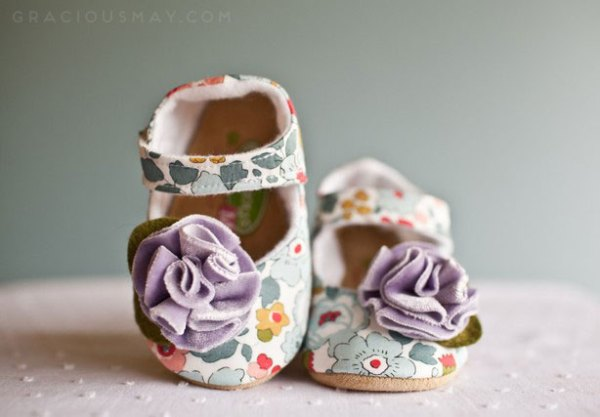 baby shoes that don't fall off