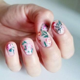 идеи къси нокти с флорални мотиви 25