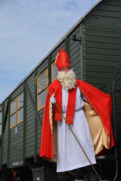 Der Nikolaus kommt mit dem Graf MEC Museumszug