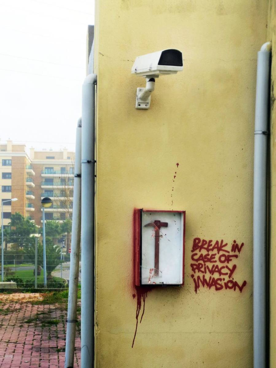 Bordalo II - Break in case of privacy invasion