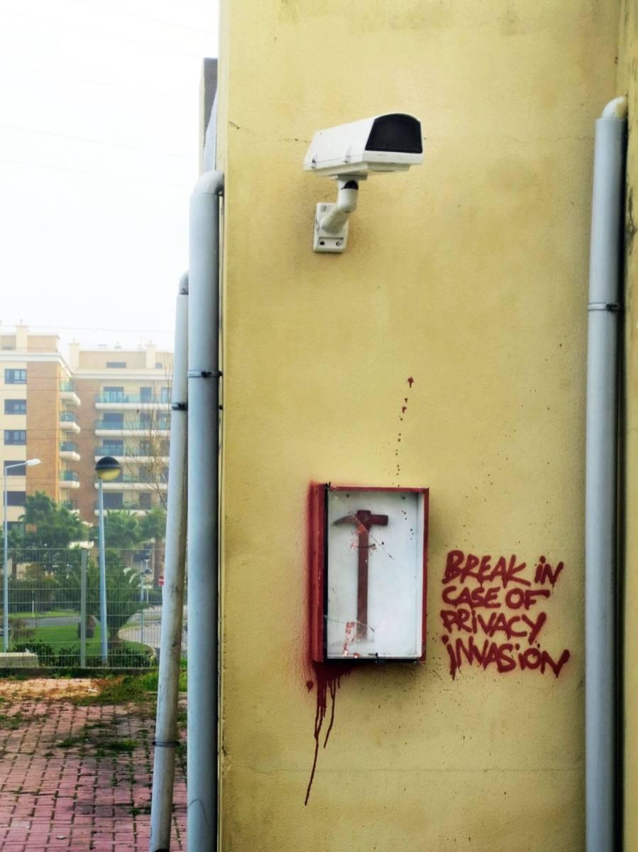 Bordalo II - Break in case of privacy invasion