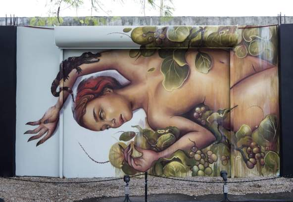 tati-wynwood-walls-miami-street-art-mural-2016-photo-credit-martha-cooper