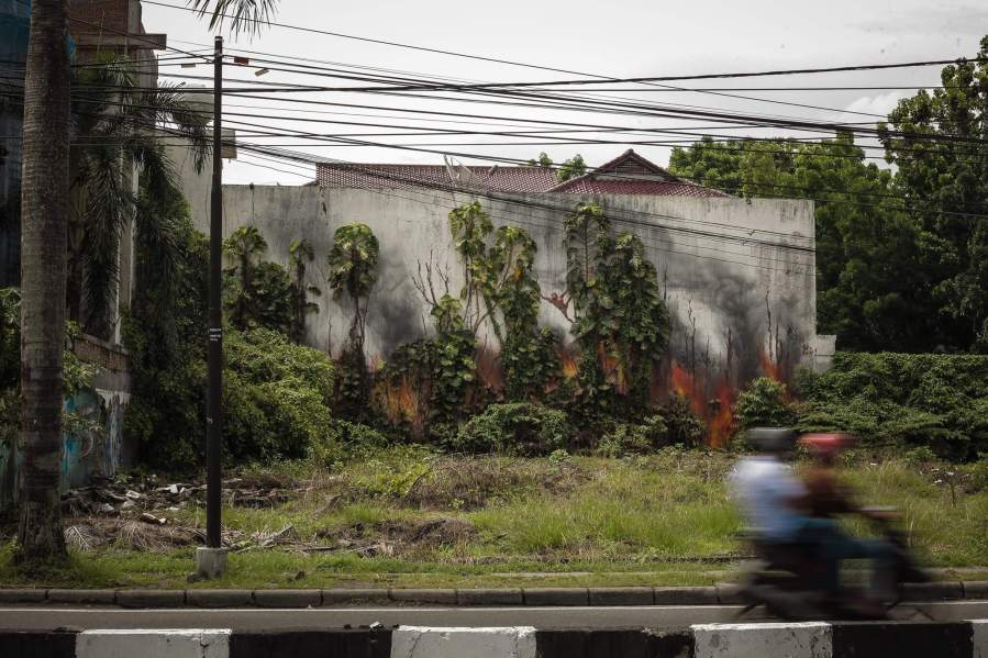 Splash-and-burn-palm-tree-oil-sumatra-Ernest-Zacharevic-Medan-Photo-Credit-Hype-Media