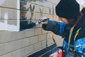The-Wanderers-episode-Street-Artist -Georgia-Hill_GEORGIA HILL at work on her mural in Tarraleah, Tasmania_credit Callie Marshall_I5A8230