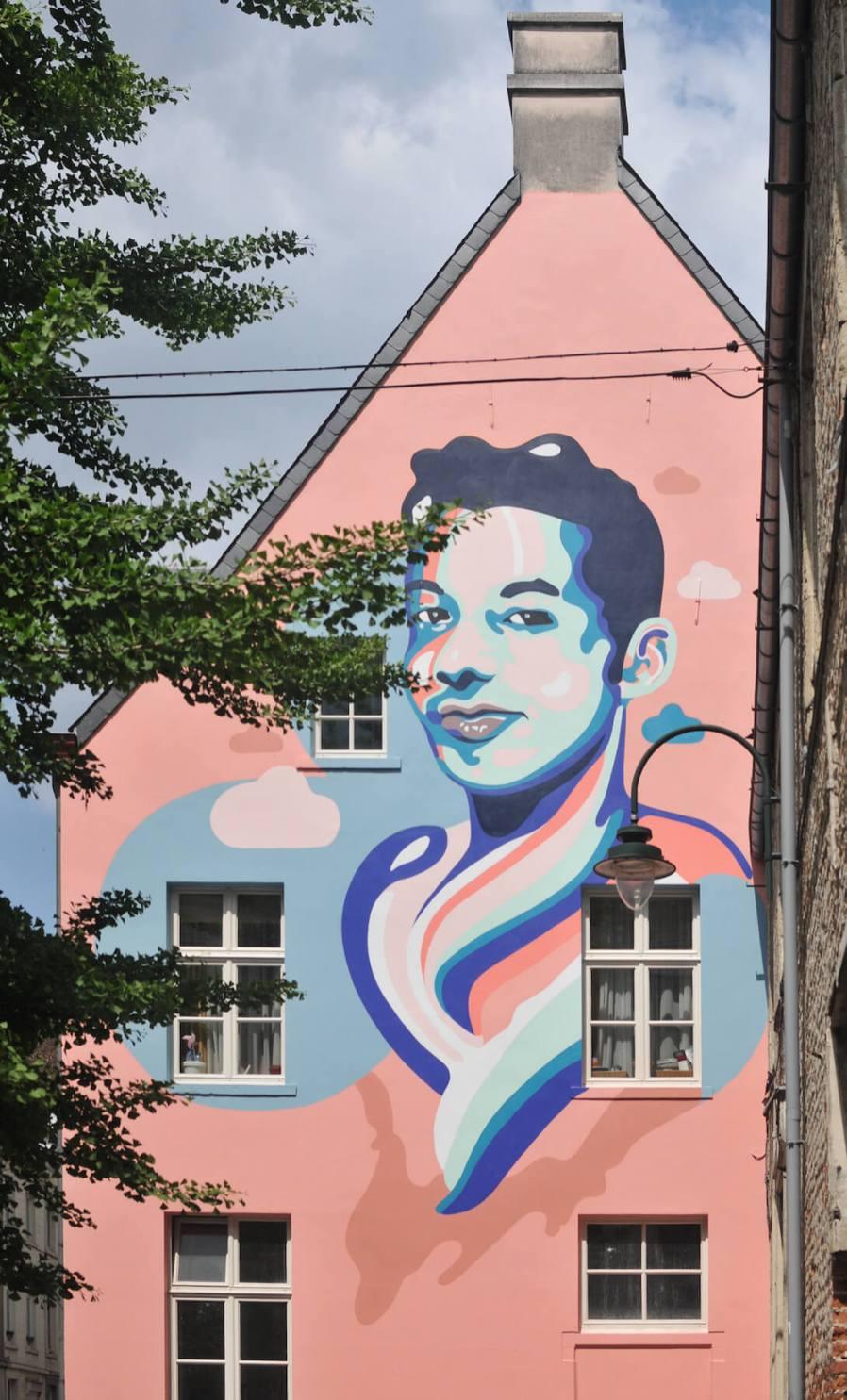 Ihsane-jarfi-Anthea-Missy-mural-Brussels-street-art-lgbtq-fanny-seligmann-2