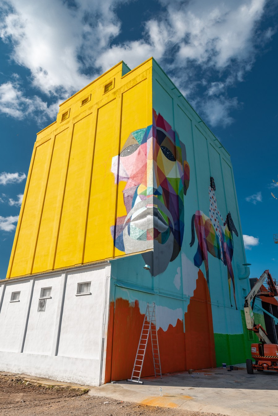 Okuda-San-Miguel-titanes-street-art-silos-Ciudad-Real-pc-ink-and-movement- 1