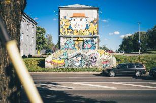 Stencibility-Festival-Street-art-TARTU-Estonia-2019-rasaaetten-Zahars_Ze_Glow
