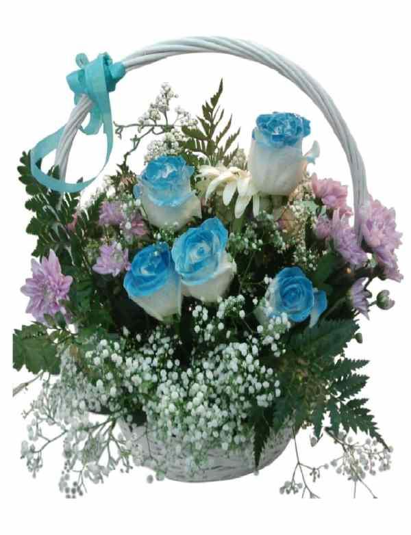 cesta de rosas azules