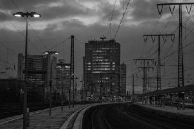 Bahnsteig, Bahnhof, Main Station, Train Station, station, trains, sky, himmel, wolken, schienen, gebäude, innenstadt