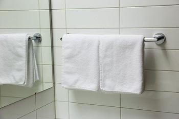 towel and it reflection in the mirror