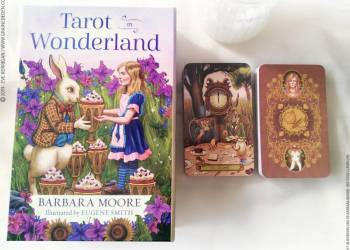 Tarot in Wonderland de Barbara Moore et Eugene Smith review - Graine d'Eden Développement personnel, spiritualité, tarots et oracles divinatoires, Bibliothèques des Oracles, avis, présentation, review tarot oracle , revue tarot oracle