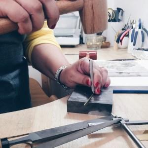Le poinçon d'un bijou, artisan certifié
