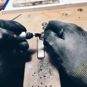 C'est une marque de bijoux responsable et engagée, qui prône le savoir faire local et artisanal à Toulouse. Venez tester les ateliers ! Artisan et Créateur