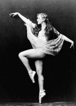 Ziegfeld-Girls-11