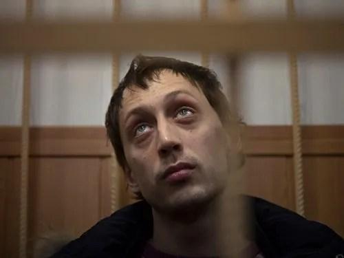 Pavel-Dmitrichenko-in-court