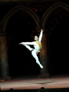 Yosvani Ramos in Swan Lake with National Ballet of Mexico