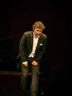 Jonas Kaufmann going down on one knee at La Scala