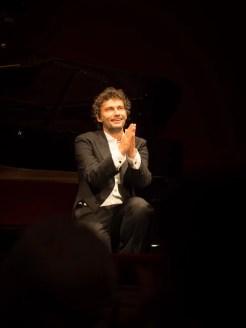 Jonas Kaufmann on one knee at La Scala 2
